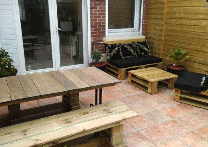 Lames de terrasse détournées en meubles de jardin