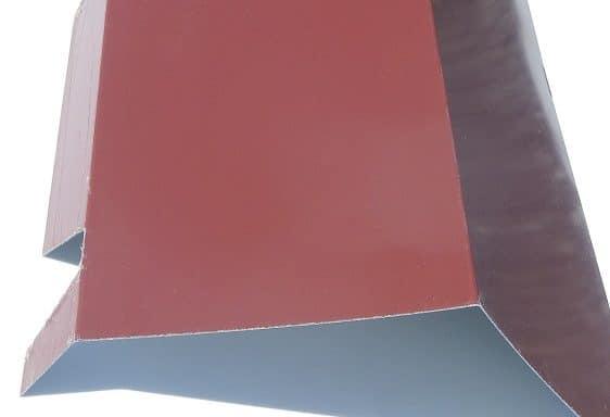 Faîtière double pente crantée 8012 rouge